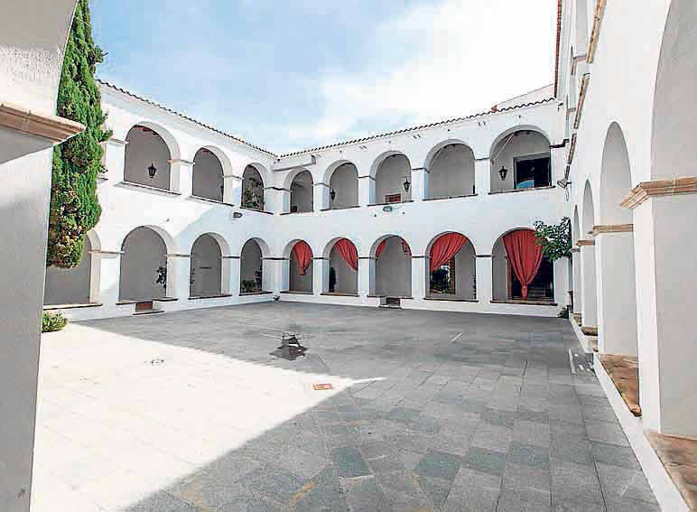 El claustro del antiguo Ayuntamiento de Ibiza.
