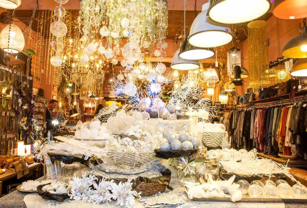 Amplio y gran surtido de objetos de decoración navideña. AISHA BONET