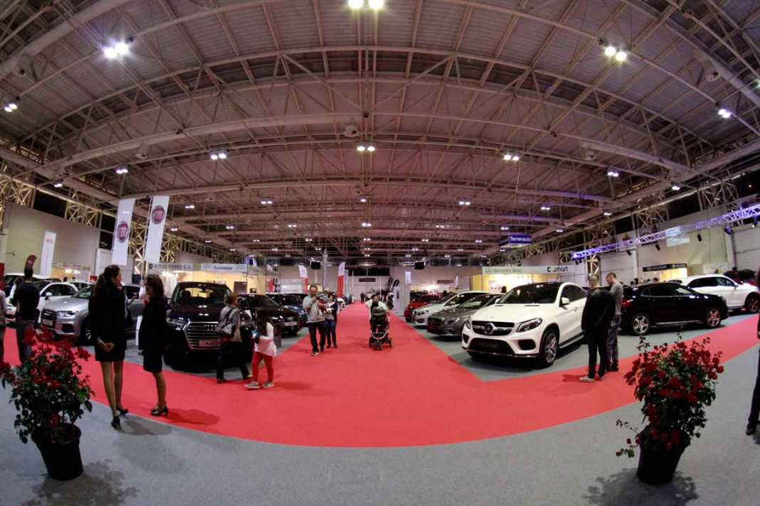 Vista general del recinto en el que están expuestos los automóviles de un total de 23 marcas diferentes. RUBÉN E. IBÁÑEZ