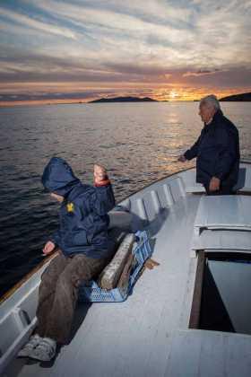 La afición por la pesca se comparte entre generaciones.
