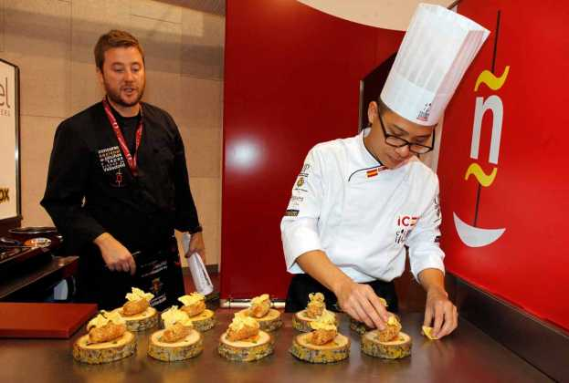El cocinero Teo Jun Xiang ganó el premio internacional.