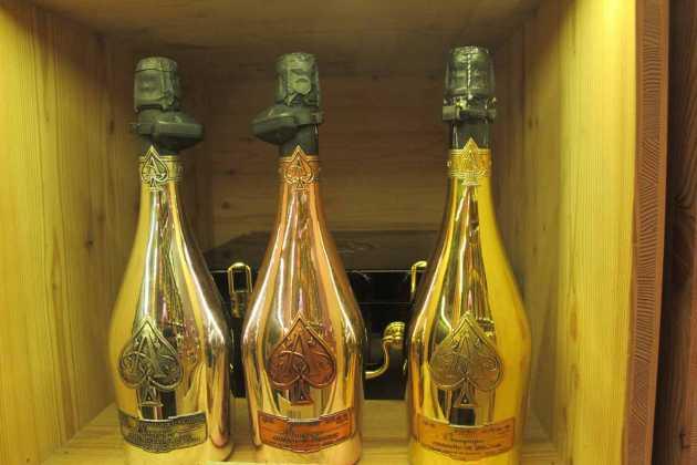 Lujosas botellas del champán más caro del mundo. JUAN SUAREZ Y J.V.B.