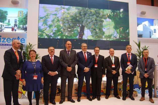 V. Roig, G. Corral, A. Marí, V. Marí, V. Torres, J. Marí, J. Tur, V. Torres y F. Gómez.