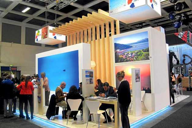 Santa Eulària presenta en la ITB  su catálogo de playas y de servicios | másDI - Magazine