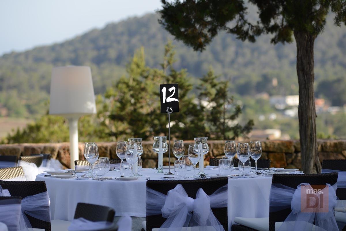 Hotel rural can Curreu. Ceremonias bajo el olivo milenario, cóctel al atardecer