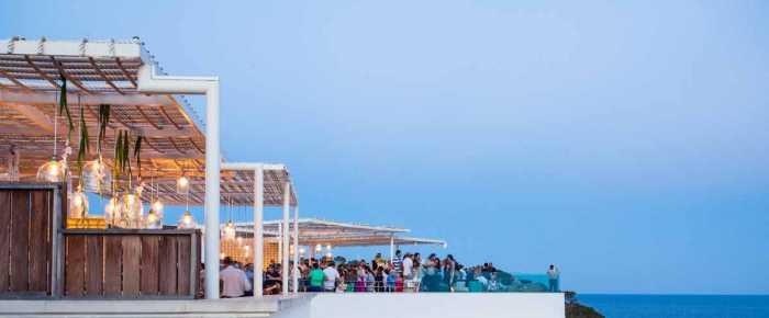 Una magnífica terraza con vistas al Mediterráneo. AGUAS DE IBIZA