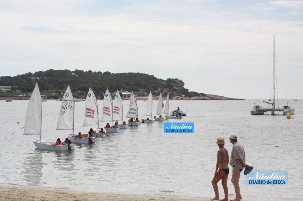 La playa de Talamanca es ideal para practicar con los niños