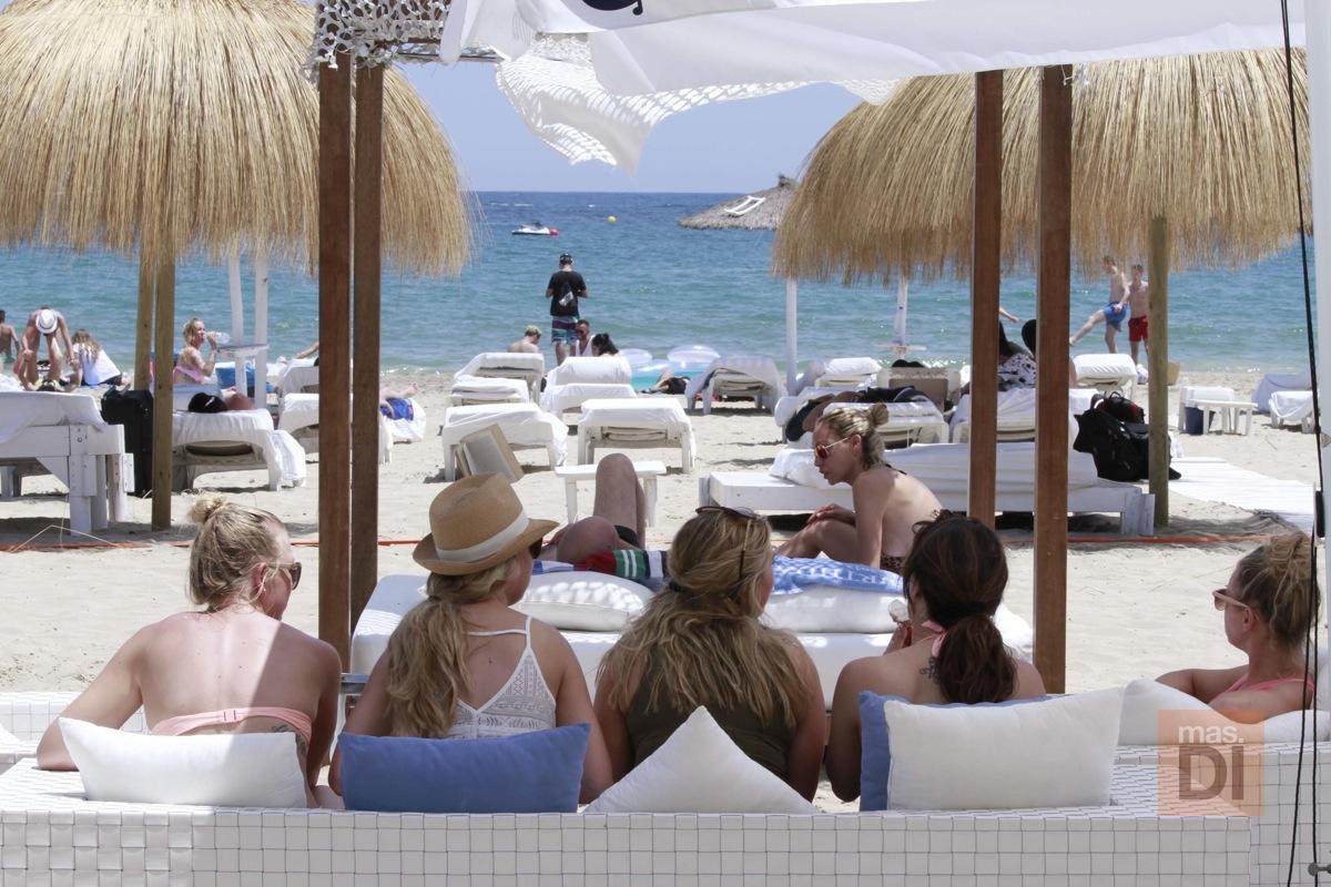 Bali Beach Club Ibiza. A orillas del mar, el lugar perfecto para toda la familia