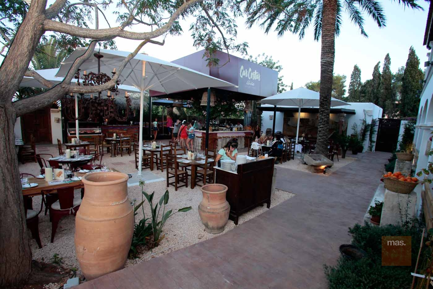 Grill & Market Cas Costas. Manjares del mar  y la tierra a la parrilla