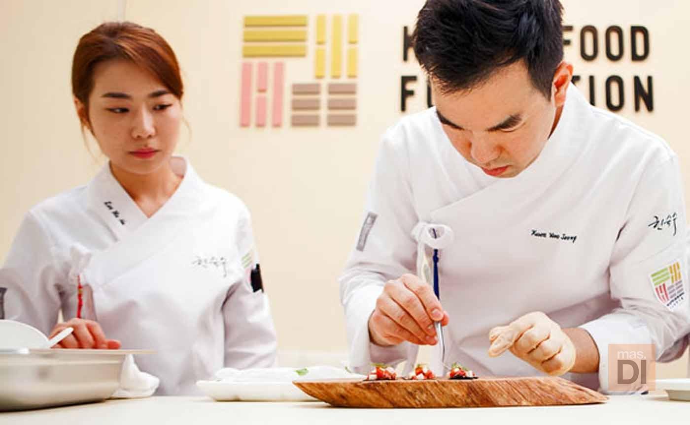 Kwon Woo Joong, chef: «Utilizo vegetales silvestres de las montañas y algas para mis recetas»
