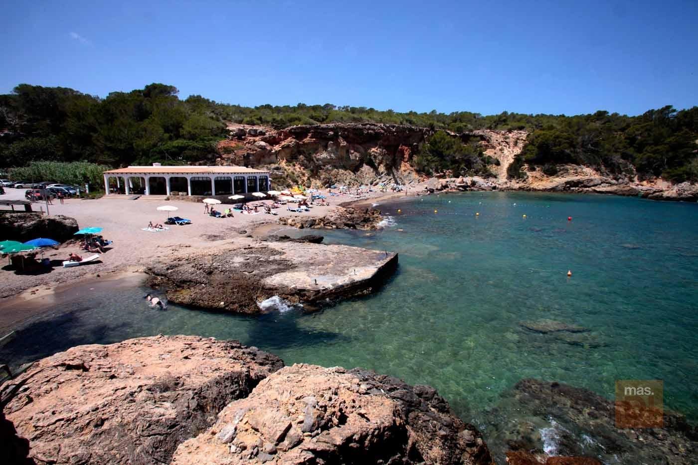 Restaurante Cala Xarraca. Sumergirse en la Ibiza tranquila en Cala Xarraca