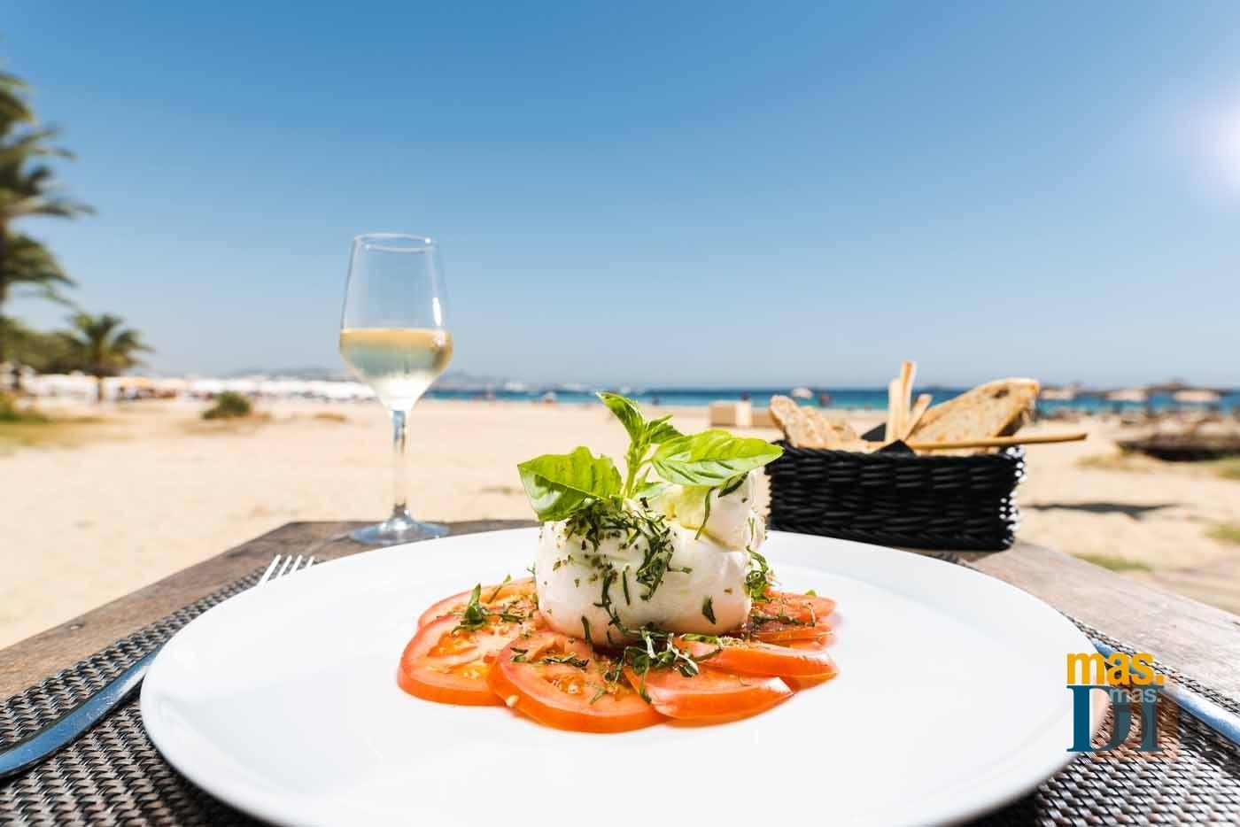 SIR ROCCO BEACH CLUB by USHUAÏA, exquisiteces italianas con  el mar como telón de fondo