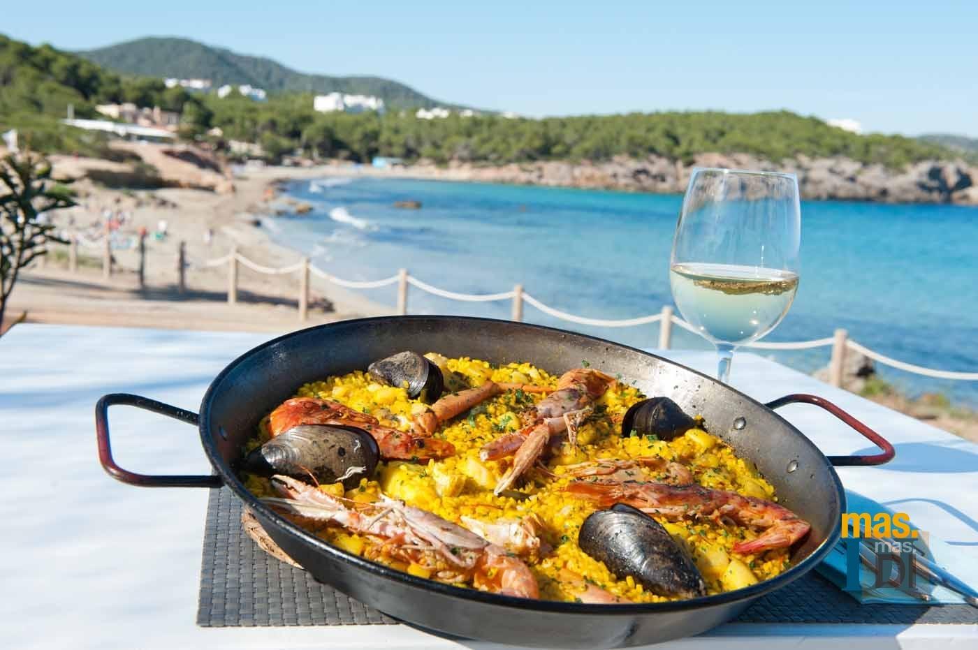 RESTAURANTE ATZARÓ BEACH, tradición gastronómica en Cala Nova