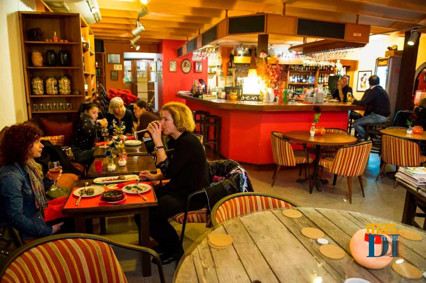 LOS BODEGUEROS, tapas, hamburguesas y 'sushi' en un mismo lugar