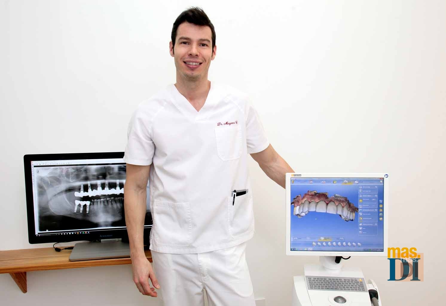 Mariano Mayans Calvo, odontólogo: «La informática tiene un papel muy importante en la odontología»