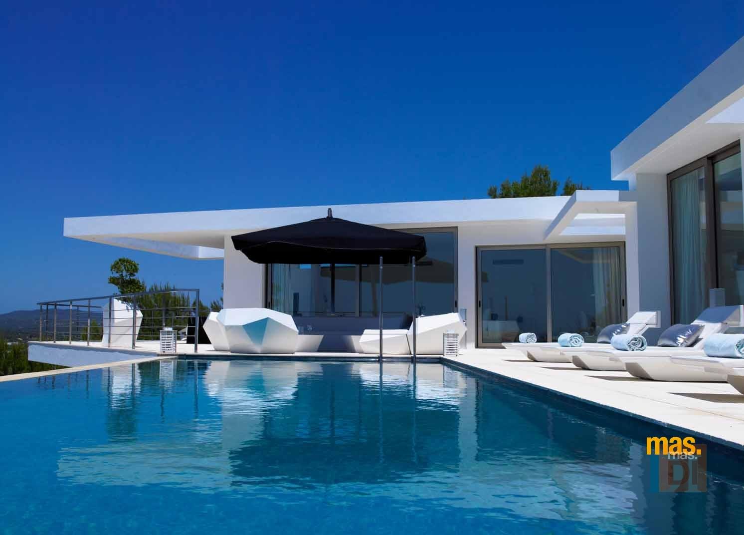 Cómo tener una piscina más sostenible y económica
