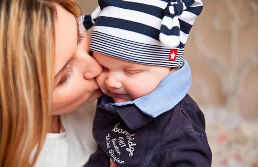 ¿Cómo pedir la deducción por maternidad?