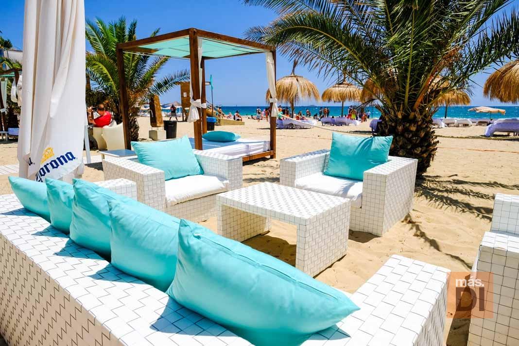 Bali Beach Club Ibiza. Diversión y buena cocina sobre la arena en Platja d'en Bossa
