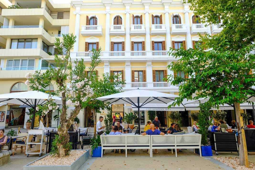 La terraza de CaféMontesol en el corazón de Eivissa.