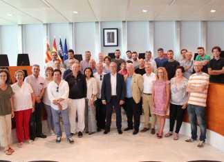 Escuela de Hostelería. Vicent Torres con José Carlos Capel, Julia Pérez y propietarios de restaurantes de la isla.