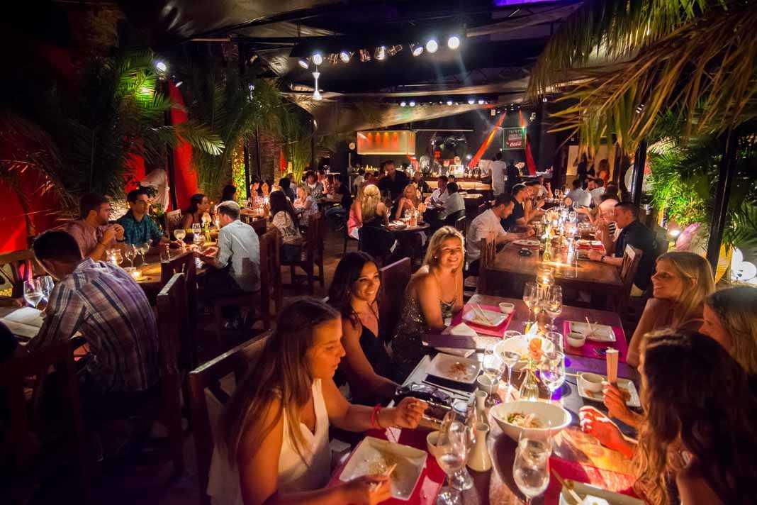 La terraza del restaurante Pachá, un espacio elegante y muy divertido.