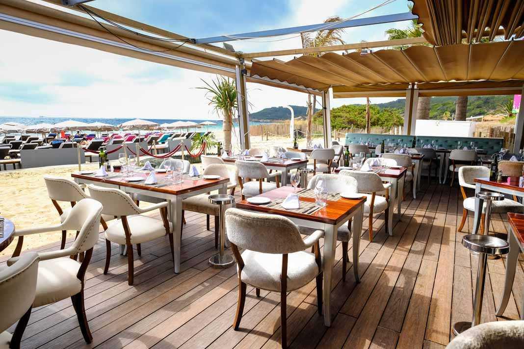 Tanit Beach ofrece el mejor ambiente en la playa todo el año.