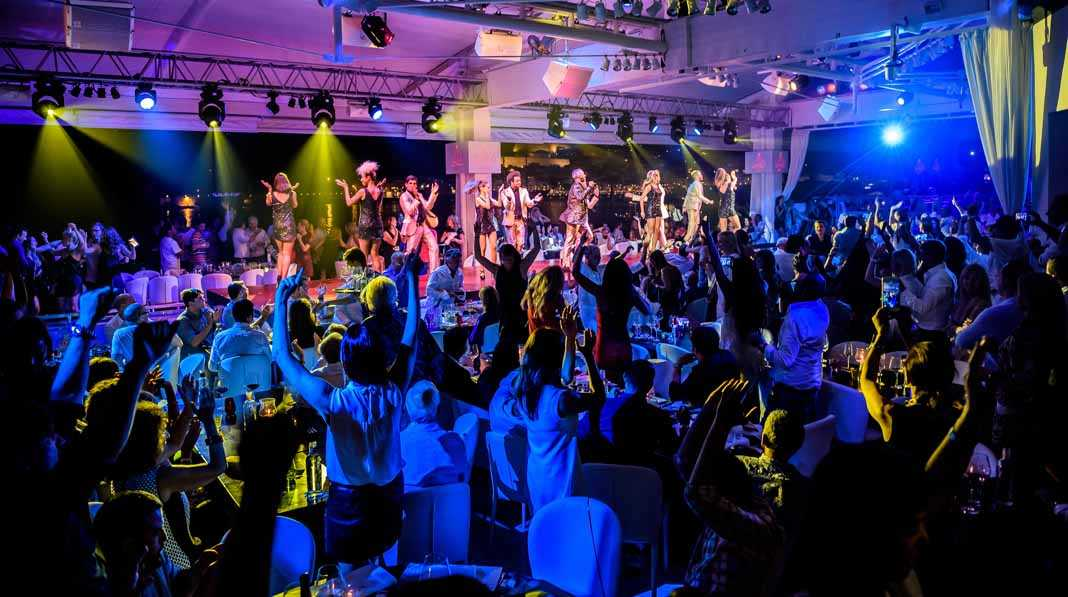 Cabaret Lío. Música, espectáculo y gastronomía en el local que va evolucionando a lo largo de la noche.