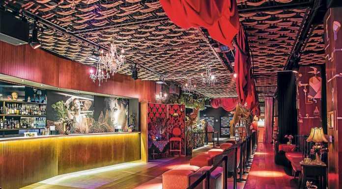 Restaurante de lujo situado en la Milla de Oro de la gastronomía local. Heart Ibiza