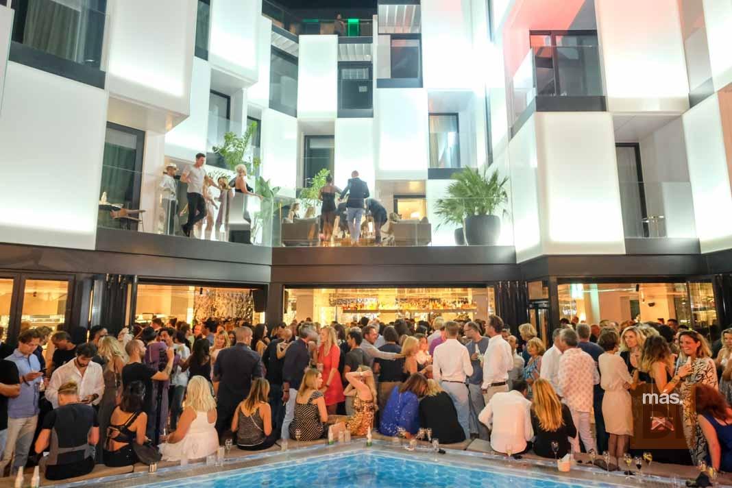 Elegancia y 'glamour' en la fiesta de inauguración del hotel Sir Joan