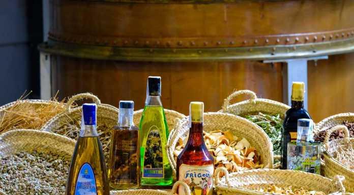 La vertiente más tradicional de los licores de Familia Marí Mayans, elaborados íntegramente en Ibiza.