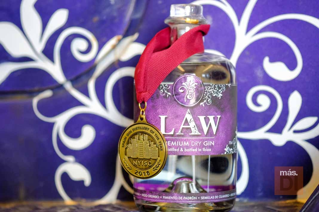 Law Premium Dry Gin. Aromas del campo ibicenco en una botella
