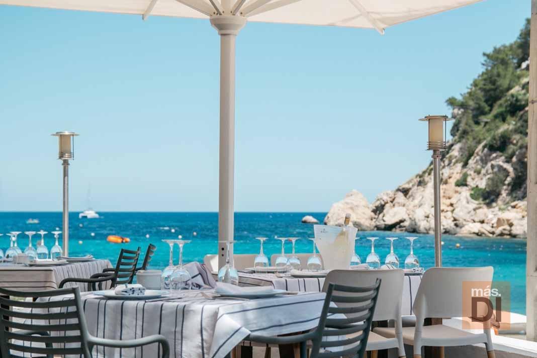 Port Balansat. Encantos del mar de Ibiza en forma de pescados, mariscos y paellas