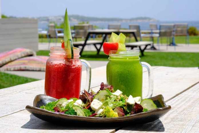 Restaurante Shack, Sol Beach House Ibiza. Variedad de platos vegetarianos.