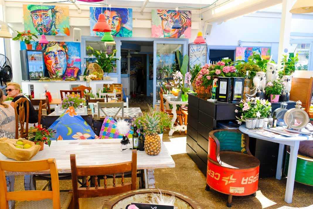 Zaibiza café Restaurant. Arte moderno, vistas de impacto y una gran selección gastronómica en Talamanca.