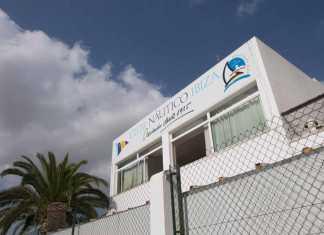 El club social es uno de los lugares de encuentro de los ibiencos. Vicent Marí