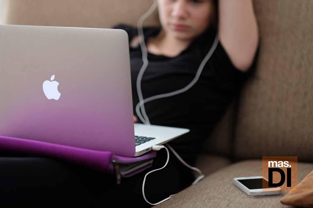 Los niños deberían desconectar de internet en vacaciones