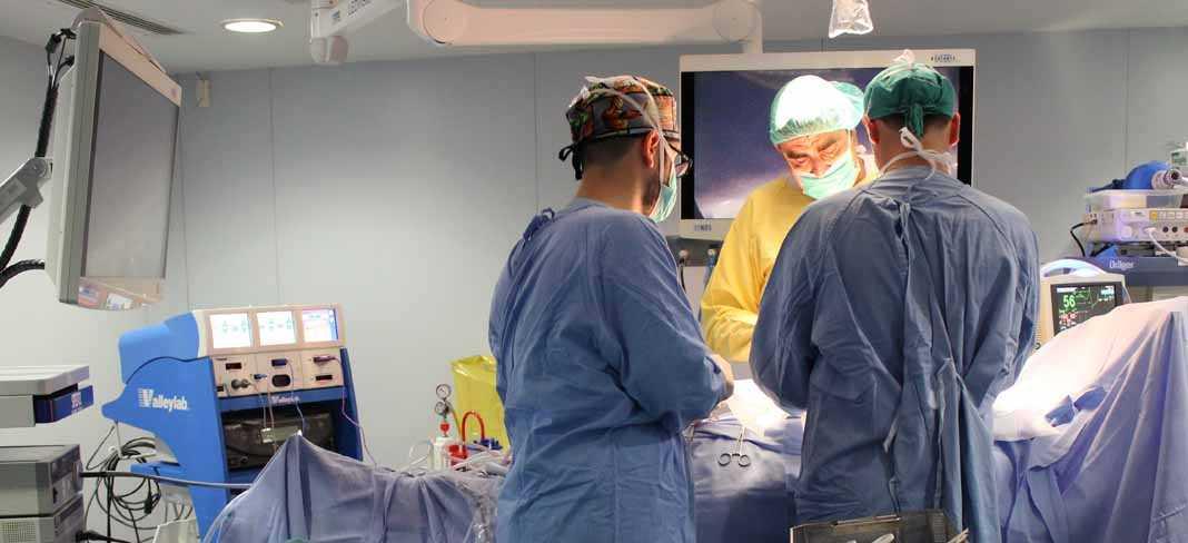 Quirófano inteligente. El quirófano número 1 de Policlínica Nuestra Señora del Rosario dispone ya de lo último en captación de imagen para cirugías.