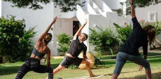 Clase de yoga en Destino Ibiza.