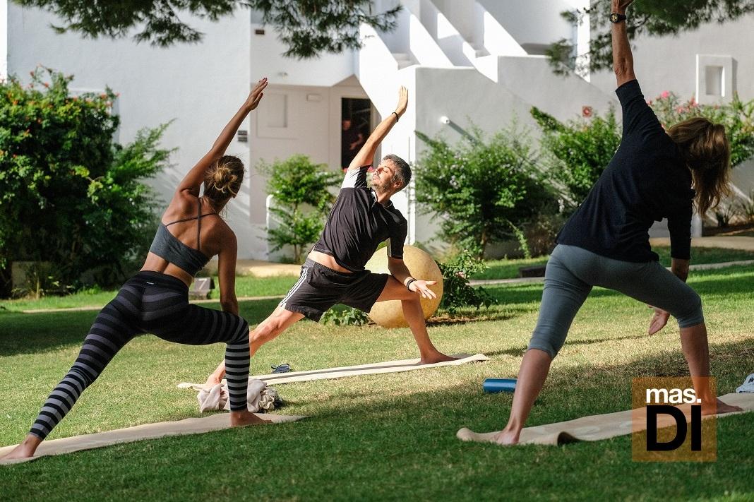 DESTINO IBIZA. Mejor calidad de vida con la práctica de yoga