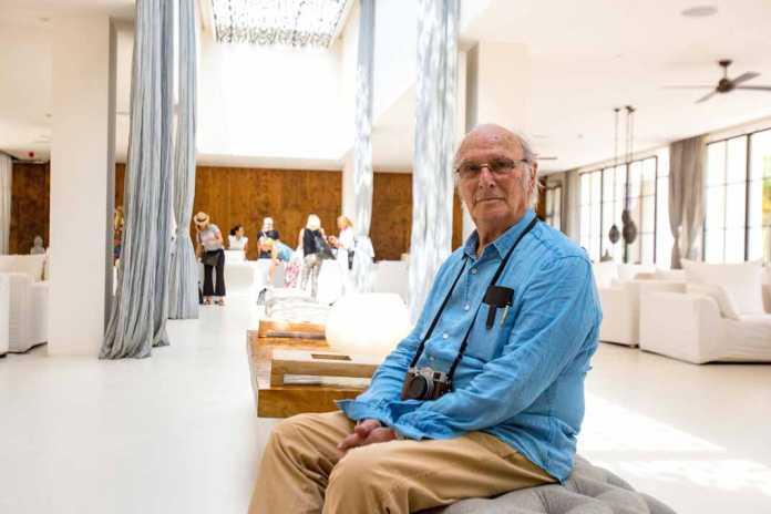 Ibiza International Film Festival. El laureado director de cine Carlos Saura posando en la recepción del Destino Pachá Ibiza Resort de Talamanca. Toni Escobar