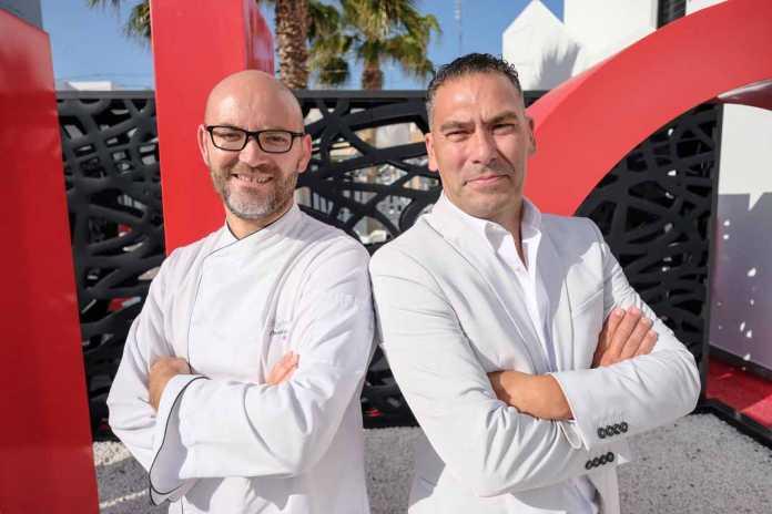 Unic restaurant. El chef David Grussaute y Carlos Velasco, el maître. Ssergio G. Cañizares