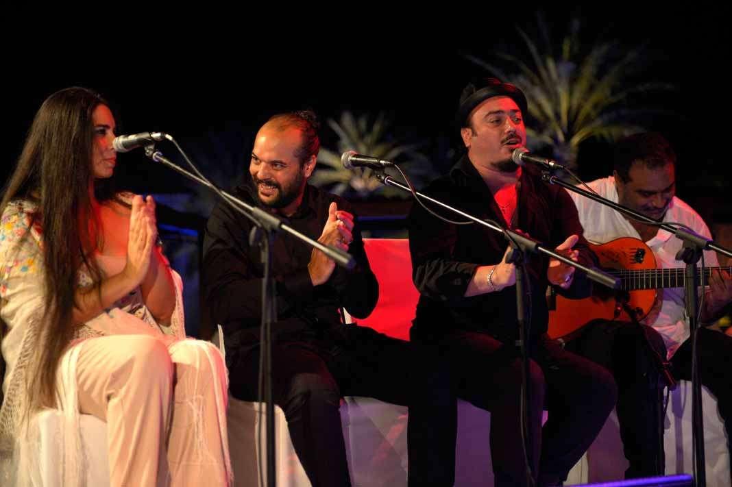 Flamenco. Trío de 'cantaores' con Mati, Rafa de Madrid, A. Carmona y 'El Paquete.
