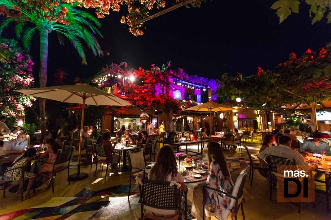 Disfrutar el Restaurante Las Dos Lunas en otoño
