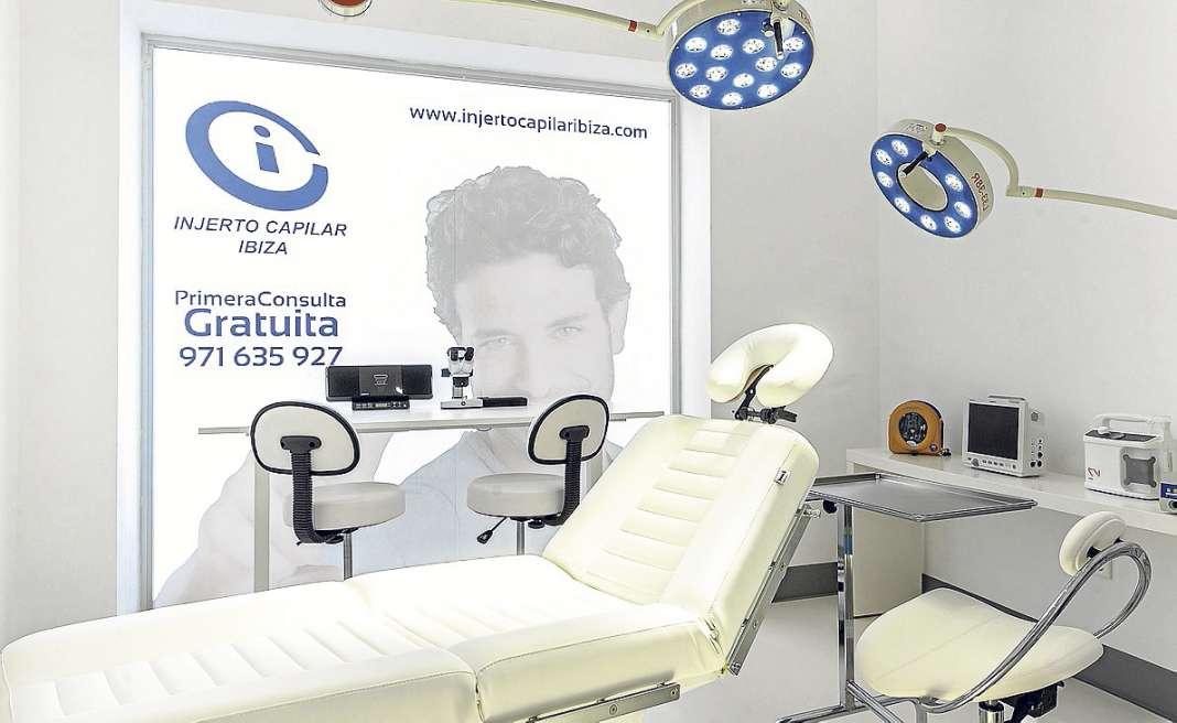 El quirófano, completamente equipado para realizar cirugías con todas las garantías. Fotos: Clínica Ibiza Life