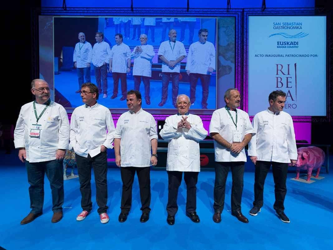 San Sebastián Gastronomika . Grandes chefs nacionales posan en el marco de San Sebastián Gastronomika 2016, entre ellos Pedro Subijana, Andoni Luis Adúriz y Juan Mari Arzak.