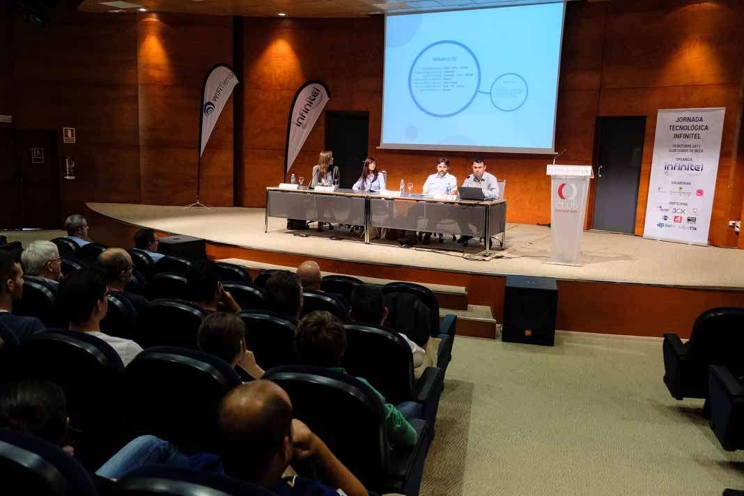 Mejorar la gestión. Empresarios, informáticos y directores de IT muestran su interés por las ponencias de la jornada tecnológica. fotos: Sergio G. Cañizares