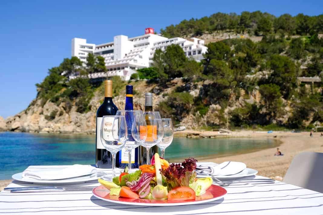 Restaurante Port Balansat. Un entorno tranquilo y muy agradable a unos pasos del mar. fotos: Sergio G. Cañizares