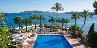 Magníficos jardines, increíbles vistas al Mediterráneo y la costa ibicenca desde el hotel. fotos: THB Los Molinos Class