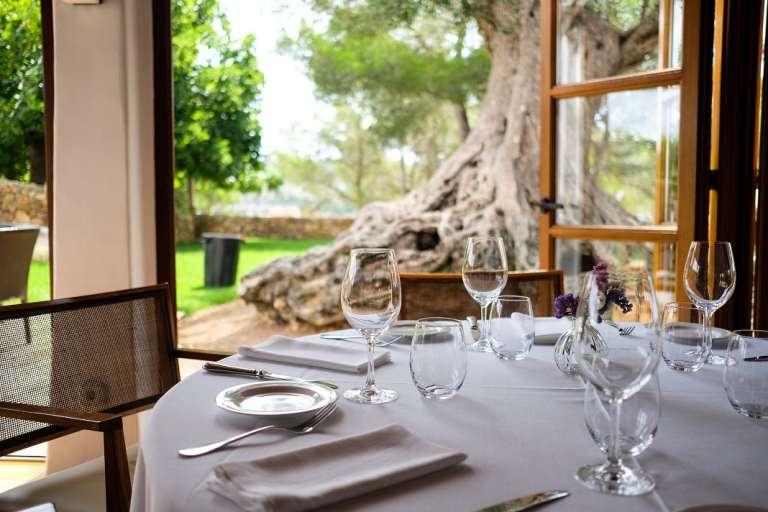 Hotel Rural Can Curreu / Restaurante Estel. Viaje sensorial en la costa o el interior