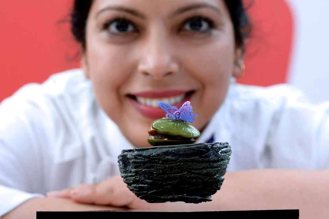 Campeonato mundial de tapas. La cocinera neozelandesa Jasbir Kaur, posa delante de su tapa 'Ignite'.